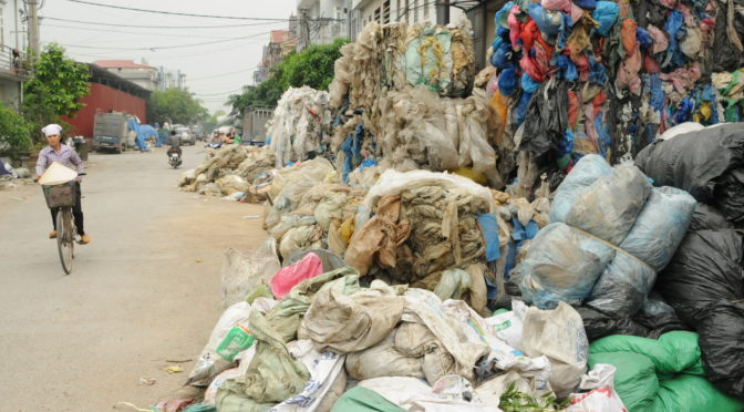 Ces restes qui nous relient – «With waste, from Vietnam to you».